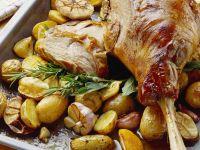 Gebratene Lammkeule mit Rosmarinkartoffeln Rezept