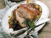 Gebratene Schweinshaxe mit Gemüse Rezept
