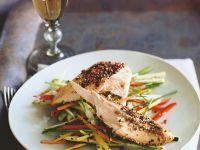 Gebratener Lachs auf Gemüsebett Rezept