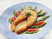 Gebratener Lachs mit Spargel Rezept