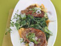 Gebratenes Lamm auf Spinatsalat Rezept