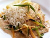 Gebratenes Rotbarschfilet mit Gemüse und Reis Rezept