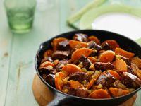 Gebratenes Schweinefleisch mit Süßkartoffeln Rezept