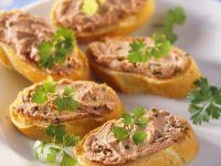 Geflügelleberaufstrich auf Baguette Rezept