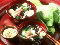 Geflügelsuppe mit Paksoi und Mu-Err-Pilzen Rezept