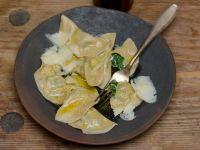 Gefüllte Nudeln mit Spinat dazu Parmesan und zerlassene Butter Rezept