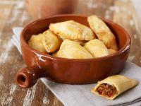 Gefüllte Teigtaschen auf spanische Art Rezept