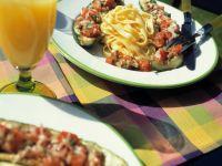 Gefüllte Zucchini mit Tomate und Sonnenblumenkernen