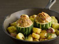 Gefüllte Zucchini mit Walnüssen und gebratenen Kartoffeln Rezept