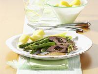 Gefüllter Lammrücken mit Backpflaumen und grünem Spargel Rezept