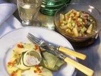 Gefüllter Weißkohl mit Fisch und eingelegtes Gemüse Rezept
