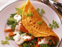 Gefülltes Omelett mit Zuckerschoten, Möhren und Koriander Rezept