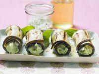 Gegrillte Auberginenröllchen mit Basilikumcreme Rezept