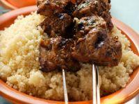 Gegrillte Fleischspieße mit Couscous Rezept