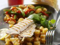 Gegrillte Hähnchenspieße mit Bratkartoffeln Rezept