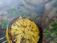 Gegrillte Koteletts mit Grill-Zitronen Rezept