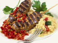 Gegrillte Lamm-Spieße mit Couscous und Paprika Rezept