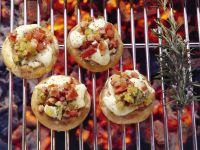 Gegrillte Pilze mit Füllung