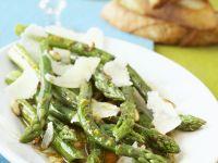Gegrillter grüner Spargel als Salat Rezept