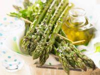 Gegrillter grüner Spargel mit Meersalz Rezept