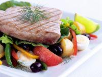 Gegrillter Thunfisch mit Gemüsesalat