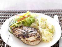 Gegrilltes Hähnchenfilet mit Kartoffelsalat