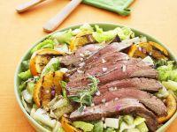 Gegrilltes Steak mit Salat und Orangen Rezept