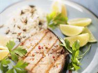Gegrilltes Thunfischsteak mit Reis und Limette Rezept