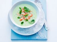 Gekühlte Joghurtsuppe mit Erbsen und Krebsfleisch Rezept