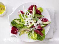 Gemischte Blattsalate mit Avocado