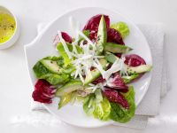 Gemischte Blattsalate mit Avocado Rezept