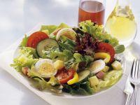 Gemischter Salat mit Käse und Ei Rezept