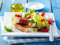 Gemischter Salat mit Salakis Käsesticks