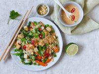 Gemüse-Brat-Reis mit Erdnuss-Sauce und Tofu Rezept