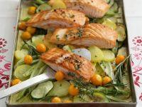 Gemüse mit Lachs aus dem Ofen