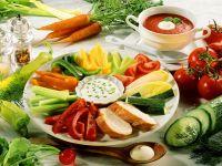 Gemüseplatte mit Dip und Tomatensuppe Rezept