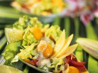 Gemüsesalat mit exotischen Früchten Rezept