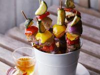 Gemüsespieße vom Grill mit scharfer Soße Rezept
