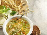 Gemüsesuppe mit asiatischen Nudeln Rezept