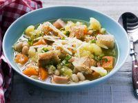 Gemüsesuppe mit Brotcroûtons Rezept