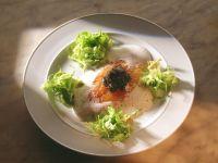 Geräucherter Wildlachs mit Kaviar auf Champagnersauce Rezept
