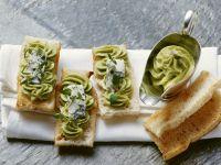 Geröstetes Brot mit Avocado-Gorgonzola-Aufstrich Rezept