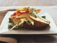 Geröstetes Brot mit Birne, Schinken und Blauschimmelkäse Rezept