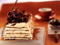 Geschichtete Eistorte mit Vanille und Schokolade Rezept
