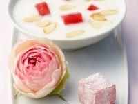Gesüßte Mandelmilch und Rosengelee (Vegan) Rezept