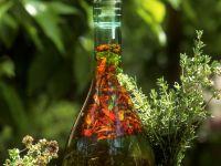 Gewürzöl mit Chili und Kräutern Rezept
