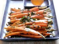 Glasierte Karotten mit Pinienkernen Rezept