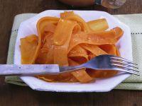 Glasierte Knoblauchkarotten mit Apfel-Chili-Soße Rezept