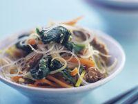 Glasnudeln mit Gemüse und Rind Rezept