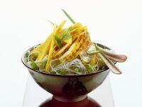 Glasnudelsalat mit Hähnchen und Mango